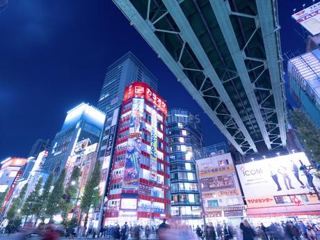 夕暮れの秋葉原電気街の写真素材 [FYI03458598]