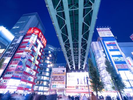 夕暮れの秋葉原電気街の写真素材 [FYI03458599]