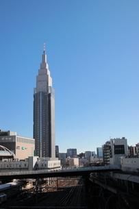 新宿駅 ドコモビル時計台の写真素材 [FYI03458773]