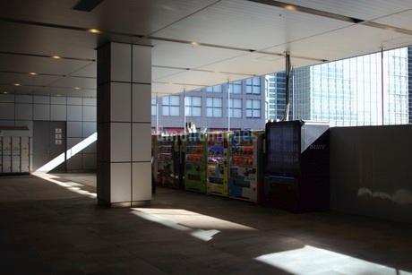 新宿駅 自動販売機の写真素材 [FYI03458774]