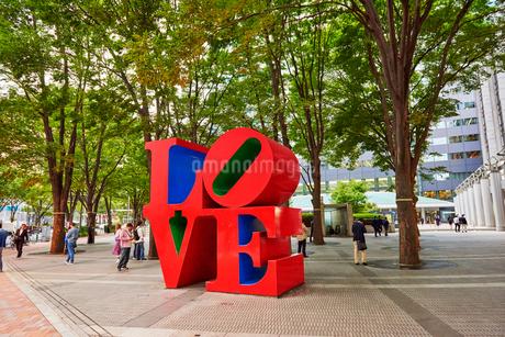 新宿アイランドタワーLOVEの写真素材 [FYI03458775]