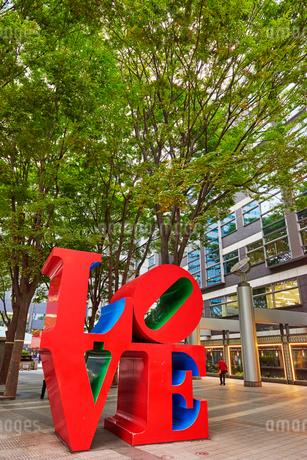 新宿アイランドタワーLOVEの写真素材 [FYI03458777]