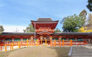 春日大社の中門と御廊の写真素材 [FYI03458902]