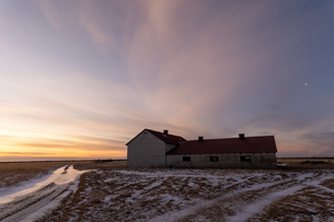 牧場の家屋と空の写真素材 [FYI03458966]