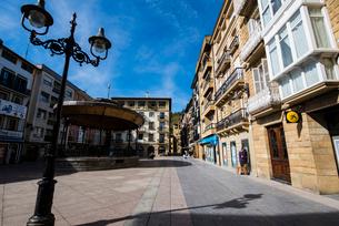 バスク地方:サラウツの広場の写真素材 [FYI03459538]