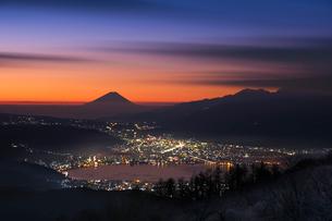 黎明の富士山の写真素材 [FYI03459572]
