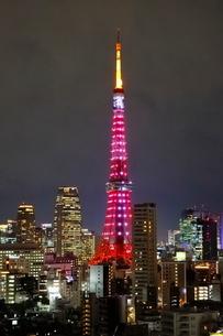 リニューアルした東京タワーのライトアップの写真素材 [FYI03459576]