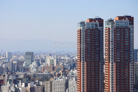 六本木ヒルズレジデンスの向こうに見える青山の街並みの写真素材 [FYI03459671]