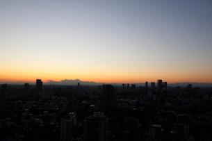 IT企業が集う渋谷ビットバレーの向こうに見える富士山の写真素材 [FYI03459700]