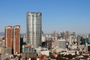 六本木ヒルズの向こうに見える新宿の街並みの写真素材 [FYI03459755]