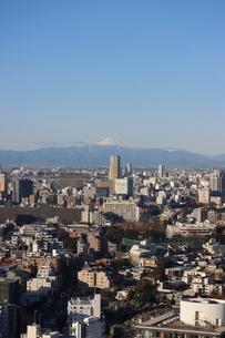 麻布十番から見える富士山の写真素材 [FYI03459763]