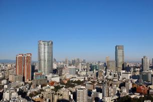 六本木ヒルズの向こうに見える新宿の街並みの写真素材 [FYI03459764]