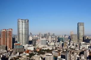 六本木ヒルズの向こうに見える新宿の街並みの写真素材 [FYI03459769]