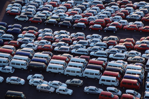 Cars parked at a motor factoryの写真素材 [FYI03459860]