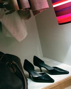 High heeled shoes in wardrobeの写真素材 [FYI03459938]