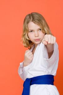 Girl doing martial artsの写真素材 [FYI03460510]