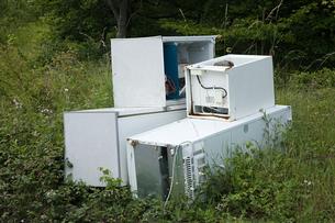 Discarded refridgeratorの写真素材 [FYI03460989]