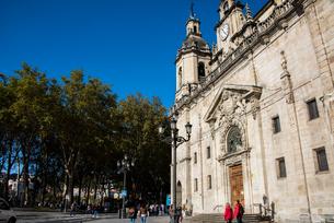 ビルバオ旧市街のサンニコラス教会の写真素材 [FYI03461049]