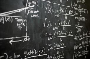 Calculus on blackboardの写真素材 [FYI03461109]