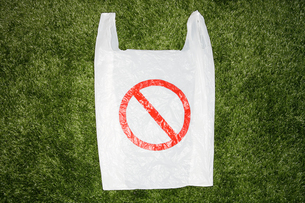 A plastic bag with a warning sign on itの写真素材 [FYI03461146]