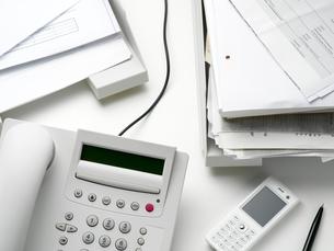 Objects on an office deskの写真素材 [FYI03462694]