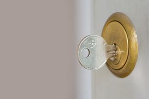 A key in a lockの写真素材 [FYI03463061]