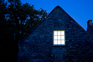 A house at nightの写真素材 [FYI03463349]