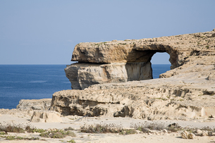 Arch in a cliff gozoの写真素材 [FYI03463609]