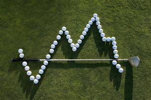 golf ball and a golf club making a graphの写真素材 [FYI03463705]