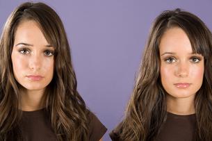 Twin sistersの写真素材 [FYI03463957]