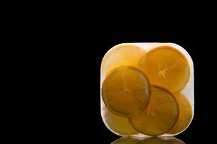 Frozen orangesの写真素材 [FYI03464194]