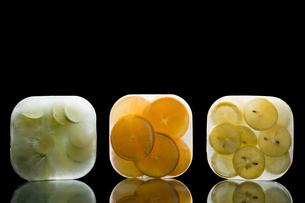 Frozen fruitの写真素材 [FYI03464206]