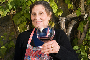 Italian woman drinking red wineの写真素材 [FYI03464395]