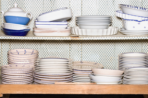 Large collection of plates and bowlsの写真素材 [FYI03464415]