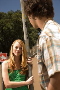 Teenager boy and girl flirtingの写真素材 [FYI03465225]