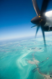 Airplane over floridaの写真素材 [FYI03465534]