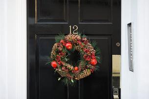 Wreath on a doorの写真素材 [FYI03465608]