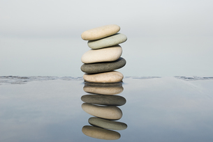 Stack of pebbles and waterの写真素材 [FYI03465623]