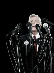 Politician and microphonesの写真素材 [FYI03467549]