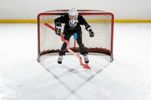 Businessman playing ice hockeyの写真素材 [FYI03468620]