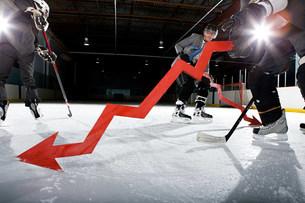 Businessmen playing ice hockeyの写真素材 [FYI03468623]