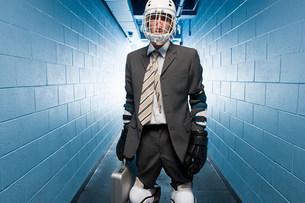 Businessman wearing an ice hockey helmetの写真素材 [FYI03468626]