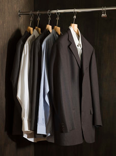 Suits hanging in a closetの写真素材 [FYI03468721]
