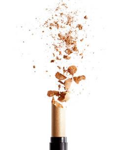 Exploding golden lipstickの写真素材 [FYI03469737]