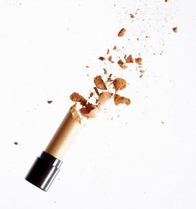 Exploding golden lipstickの写真素材 [FYI03469750]