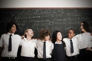 Students in front of blackboardの写真素材 [FYI03469826]