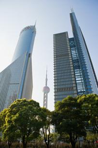 Oriental pearl tower and skyscrapers shanghaiの写真素材 [FYI03470020]