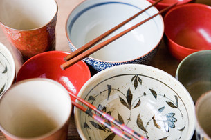 Dishes and chopsticksの写真素材 [FYI03470466]