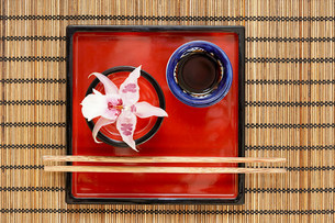 A dish and chopsticks on a table in a restaurantの写真素材 [FYI03470487]
