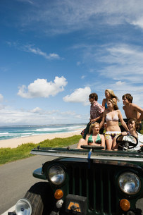Teenager in vehicle at the coastの写真素材 [FYI03470705]